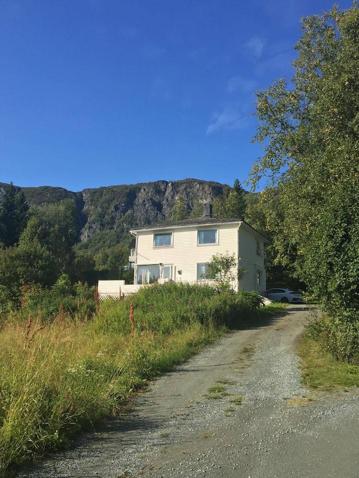 Koselig enebolig i Oksvik , Lyngen