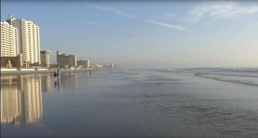 Wyndham Ocean Walk,  During Daytona 500 - Daytona Beach - Multipropiedad