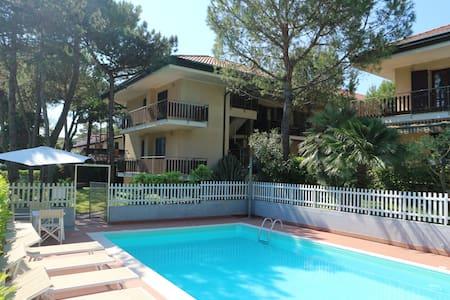 Giuliana two bedroom apartment 5 beds ground-floor - Lignano Sabbiadoro - 公寓