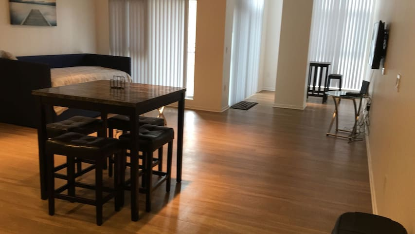 PACIFIC PINE DOWNTOWN LB BIG LOFT w/ PATIO!