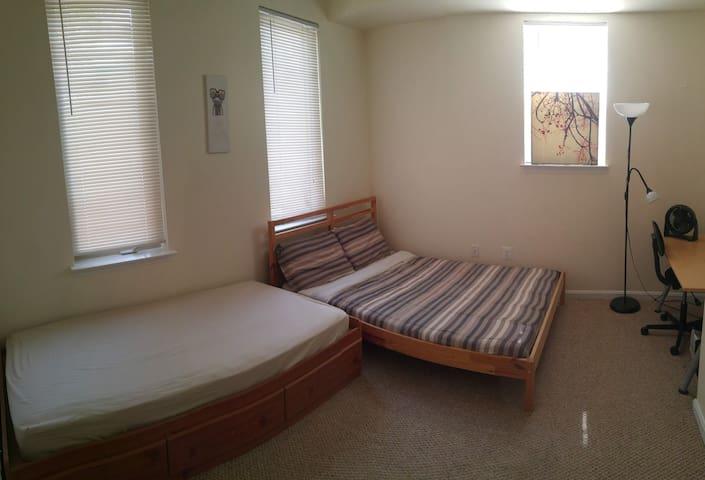 Charm city (2 bedroom)