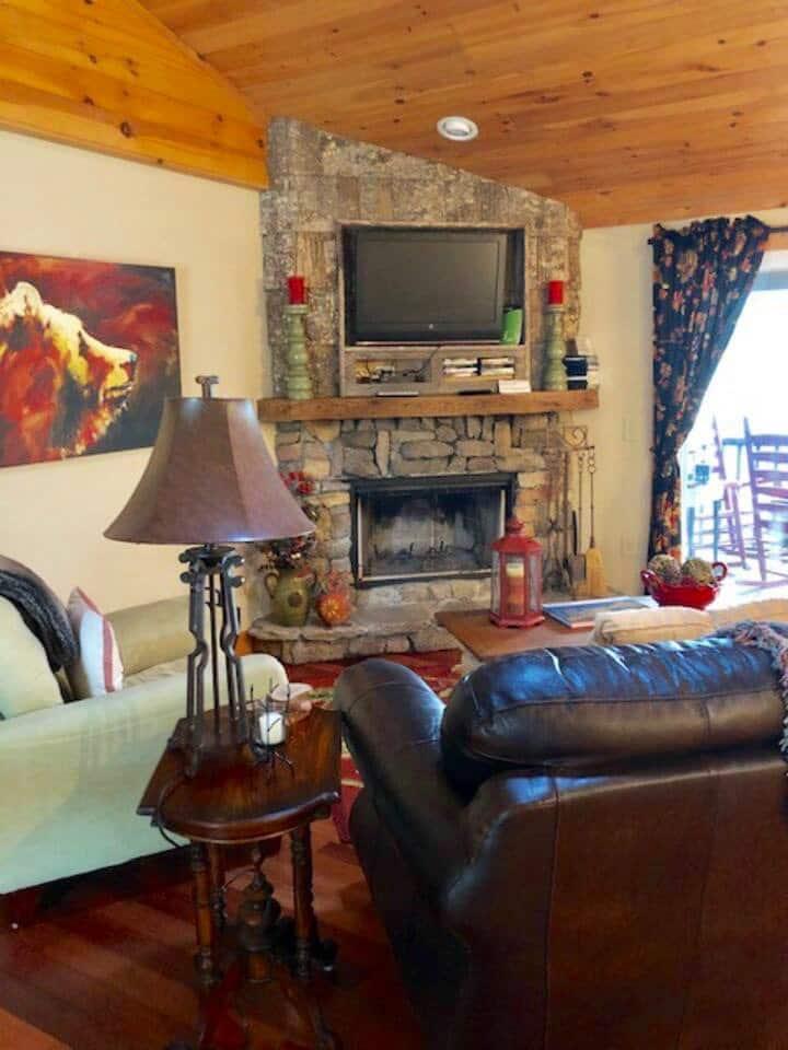 Hilltop Haven: Your cozy mountain destination
