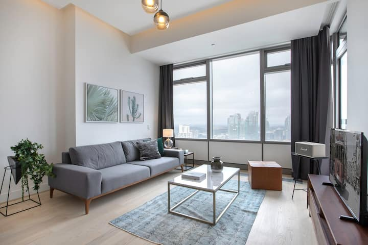 Crsip 1BR at 42 Maslak with Pool & City View