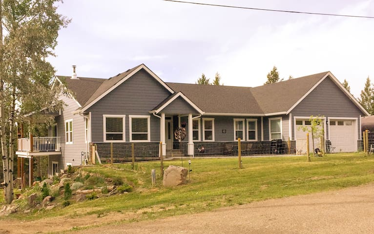 Acer Lodge B&B Cariboo room (Woodlands also liste)