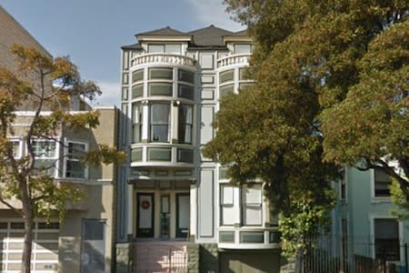 Small room with Airbed in Haight SF