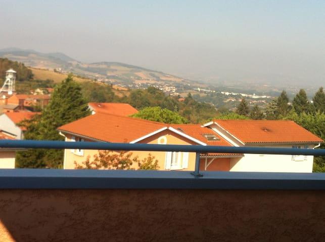 Appartement, vue panoramique sur monts du lyonnais - Saint-Pierre-la-Palud - Apartemen