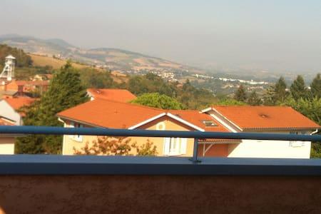 Appartement, vue panoramique sur monts du lyonnais - Saint-Pierre-la-Palud - Apartamento