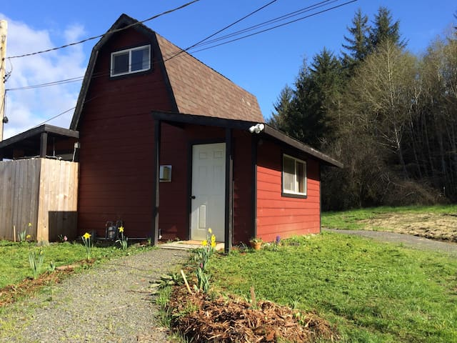 Cozy Country Cabin Close to Town - Arcata - Cabane