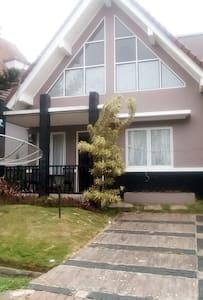 Villa Kota Bunga Cipanas