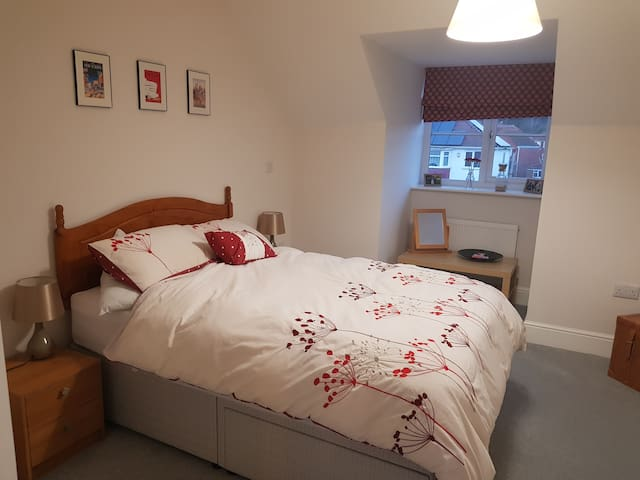 Modern one bed ensuite room