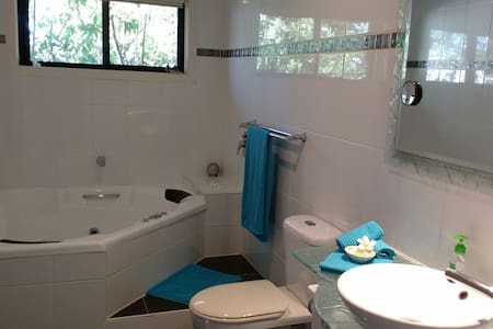 Room + ensuite Northern Gold Coast - Runaway Bay