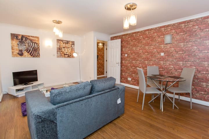 ✪ Ideal Chelmsford ✪ Serviced Mews Apartment - 2 Bed Perfect for Broomfield Hospital/Chelmsford City Centre/Shopping/A12 ✪
