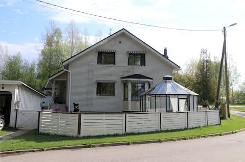 Kodikas rivitaloasunto, keskusta ja Saimaa lähellä