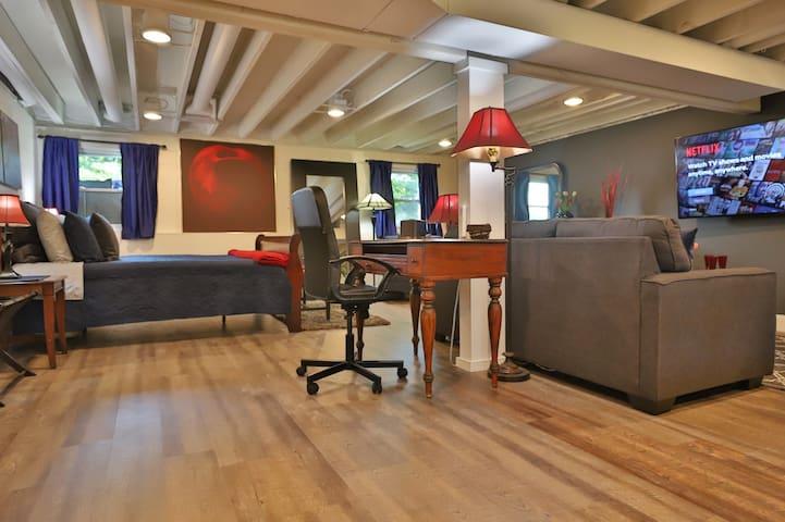 Private Modern Studio in Peoria