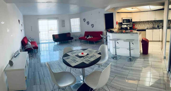 LUXURY AND MODERN Apartment!  Close to the STRIP!