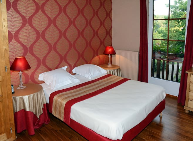 09. Grenat-Double room-Premium-Ensuite with Shower-Mountain View