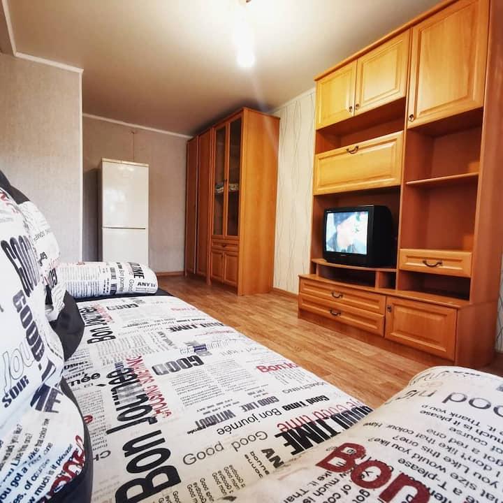 Уютная и чистая однокомнатная квартира на 1 этаже.