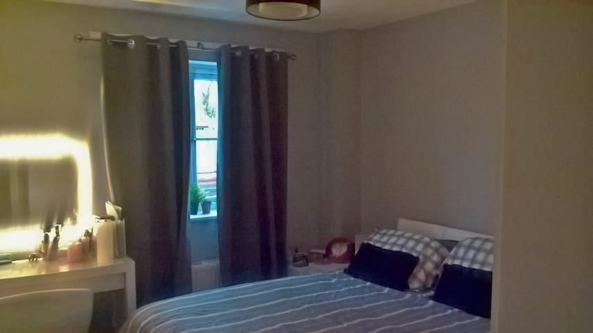 Soli's ideal Gatwick room - share in a 2 bed flat