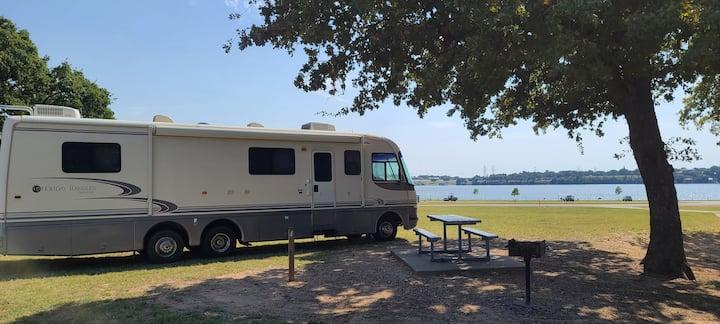 Extra Large Sleep 6 RV Camping at Lake Experience