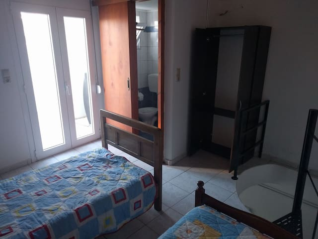 Room with two bed's and balcony - Analipsi - Hus
