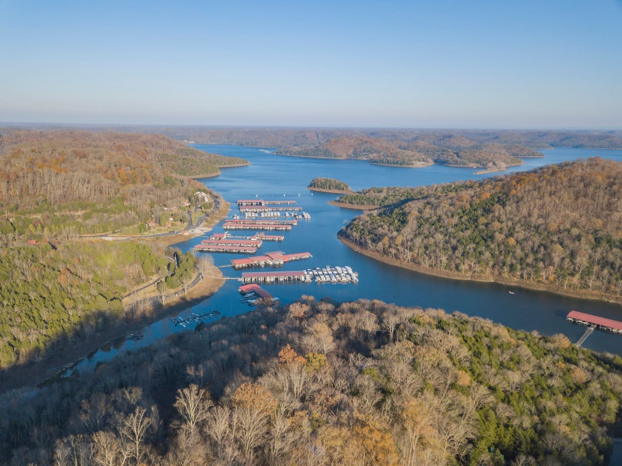 Did someone say Center Hill Lake....CHL? It's a hop from this place...Center Hill Marina AKA Cove Hollow Marina is 5 minutes from our door!
