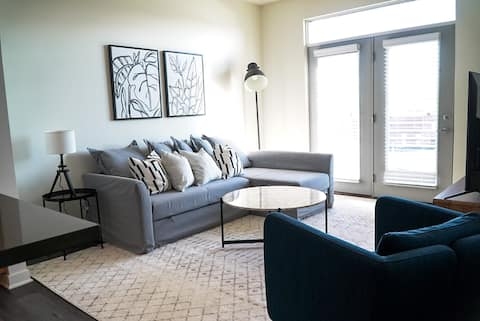 Modern 1BR KING BED near Mass Ave Downtown Indy