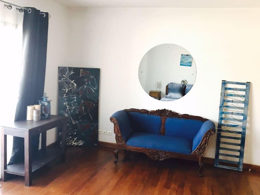 un coin salon dans votre propre chambre