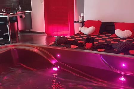 Love room: suite avec jacuzzi et sauna privatif