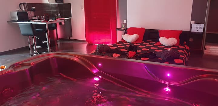 Love room: suite avec jacuzzi et sauna privatif