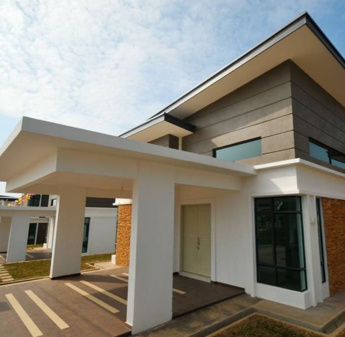 Single storey modern design bungalow with 4 rooms and 2 bathrooms..
