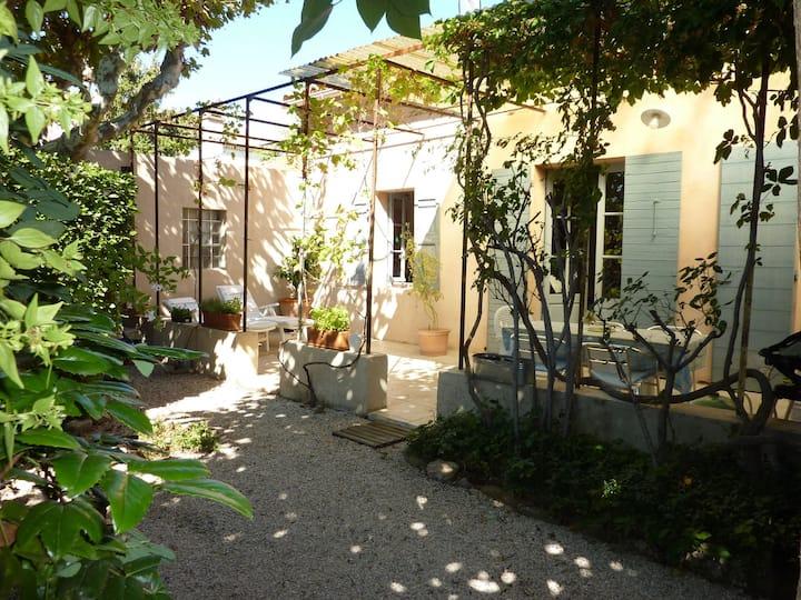 grande maison (4 ch) belle terrasse ombragée