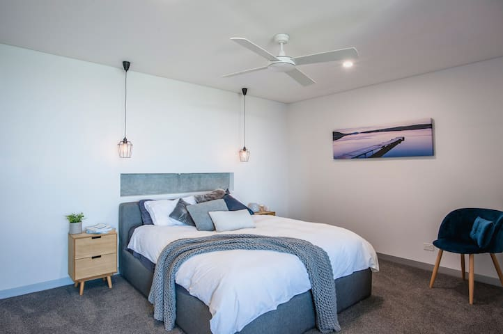 The main bedroom with a pillow top queen size bed and luxurious sheets. Built in wardrobe and ceiling fan and an uninterrupted view of the bay.