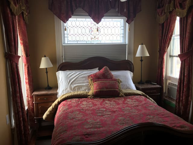 Come From Away B&B Inn - Historic House - Lookout (Room 5)