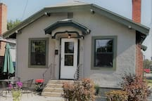 The Homestead Cottage- Just Steps To Downtown!