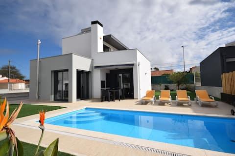 Lavish Villa in Foz do Arelho with Private Swimming Pool