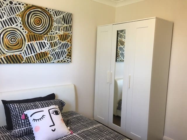 Double-bed room close to Parramatta