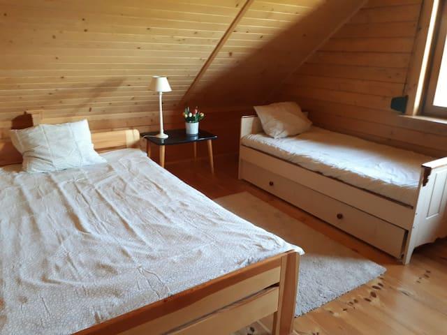 Piętro - średnia sypialnia