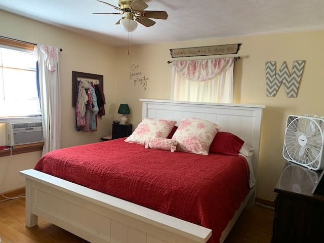 Bedroom 1/King