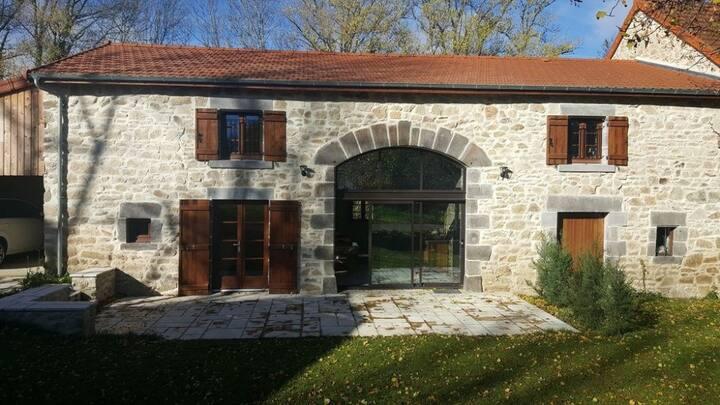 Grange 1851 magnifiquement restaurée 4*  Auvergne