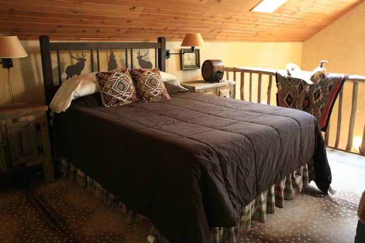 Caribou(Pet Friendly)-Cottage-Jacuzzi-Queen