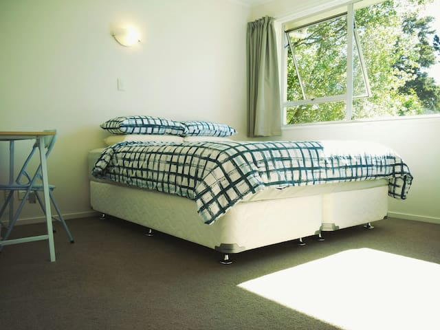 King Size Bedroom 2, Henderson West Auckland