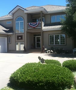 Beautiful private bed and bath. Cont. Breakfast - Fort Collins - Bed & Breakfast