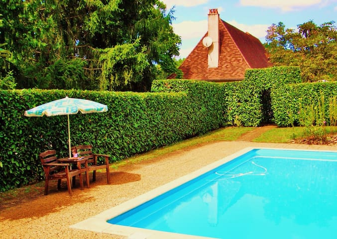 """Le Pied du Buisson"", Limeuil. Cottage with a pool - Limeuil - Huis"