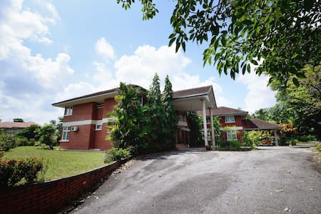 Beautiful Colonial Bungalow Lease - Ulu Tiram