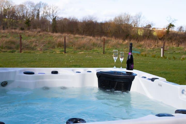 Hot tub, Cinema room, Countryside & more