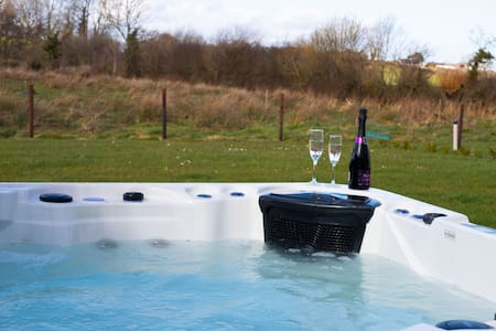 Hot tub, Cinema room, Countryside & more