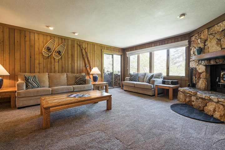 Pet-friendly Mammoth condo with open floor plan, wood burning stove, and resort amenities