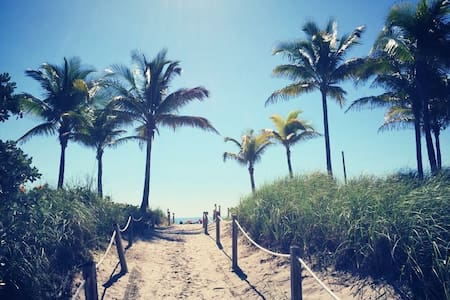JUST 1 BLOCK FROM THE BEACH! - Miami Beach - Apartment
