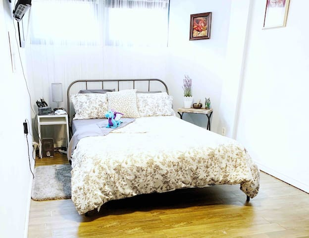 Dragon Retreat Room w/Bath★Guest Entrance★Pets OK