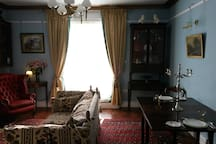 Sitting room, dining area